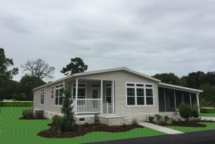 Quick Pros and Cons to Hiring a Real Estate Agent to Sell Your Mobile Home